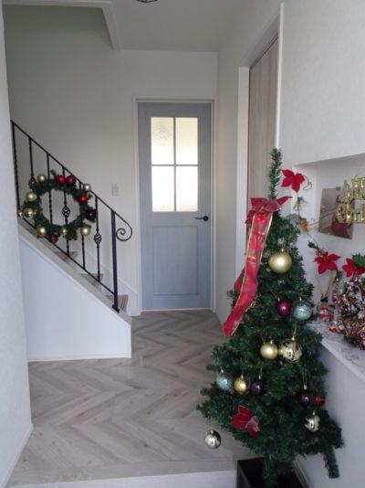 玄関ホールのクリスマス飾り